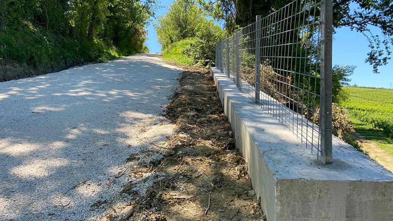 I lavori di sistemazione della frana di via Farneto a Serra de' Conti