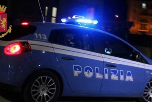 Pesaro, rientrano in casa e vedono i ladri fuggire