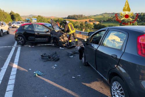 Ancona, violento frontale a Pontelungo: ci sono 3 feriti
