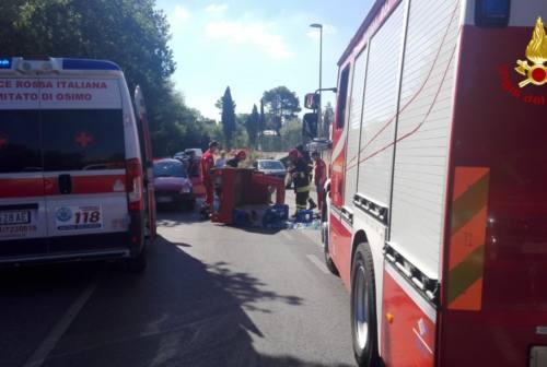 Osimo, schianto in via Flaminia: anziano rimane incastrato nell'Ape