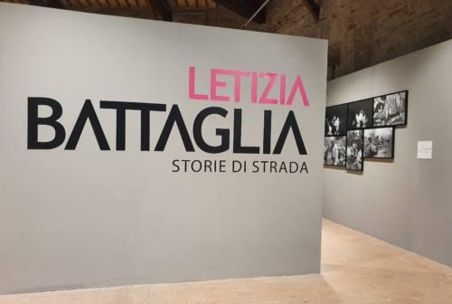 """""""Storie di strada"""", taglio del nastro per la mostra di Letizia Battaglia – VIDEO"""