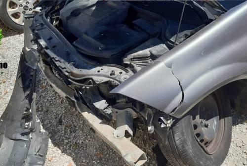 Osimo, auto finisce contro un cancello e si dilegua: rintracciati e multati i responsabili