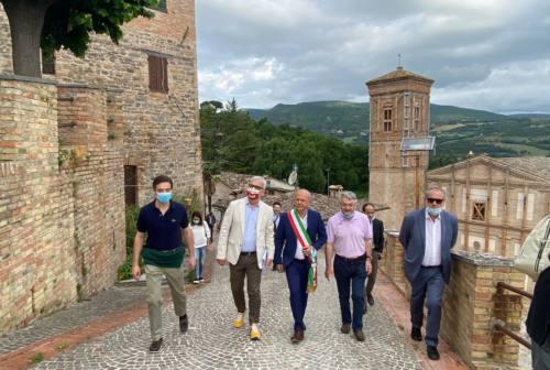 Post-sisma, il commissario Legnini in visita nell'entroterra maceratese: «La ricostruzione deve decollare»