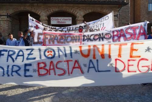 Frazioni dimenticate, la protesta arriva a Casine di Paterno: «Quella strada è pericolosa»