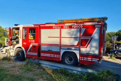 Terre Roveresche, incendio in un deposito: in fumo oltre 200 tonnellate di erba medica