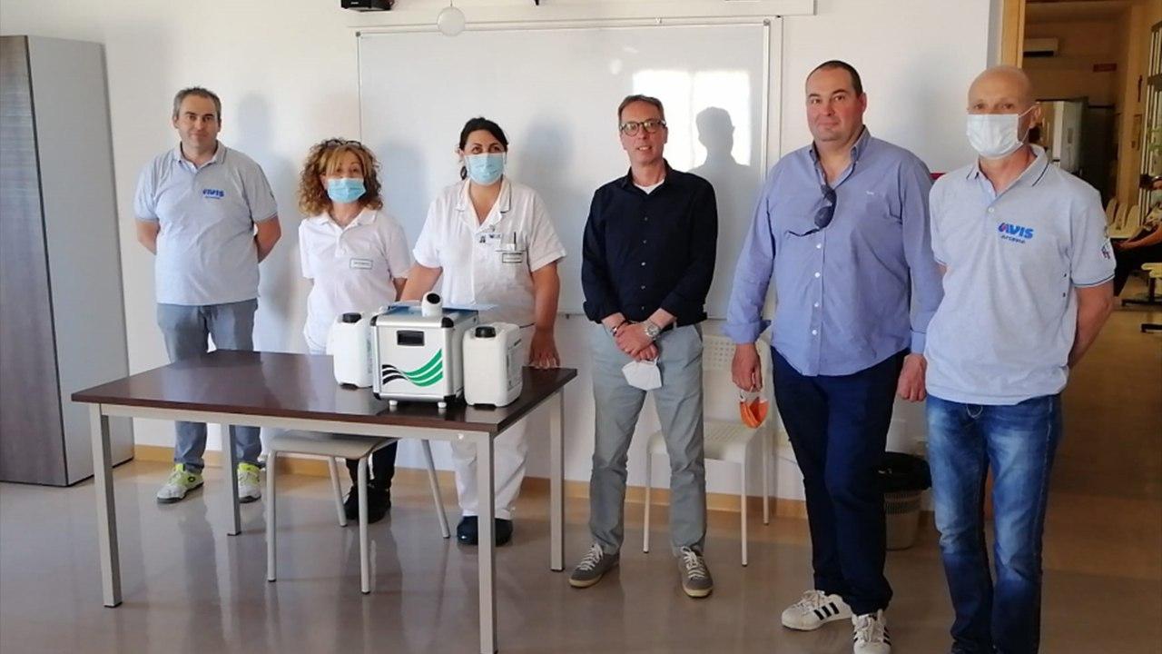 Comune, motoclub e Avis di Arcevia a fianco dell'ospedale di comunità con la donazione di uno strumento per sanificare i locali