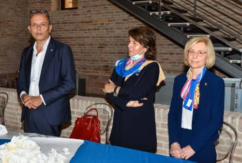 La carta filigranata di Fabriano nel mondo grazie al Rotary Club