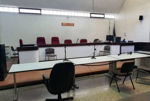 Macerata, foto di ragazzine nude sul pc: elettricista 59enne a processo