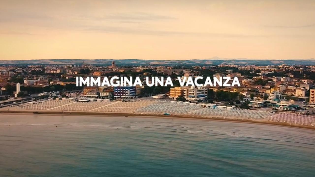 Un frame del video Fano vacanza sicura