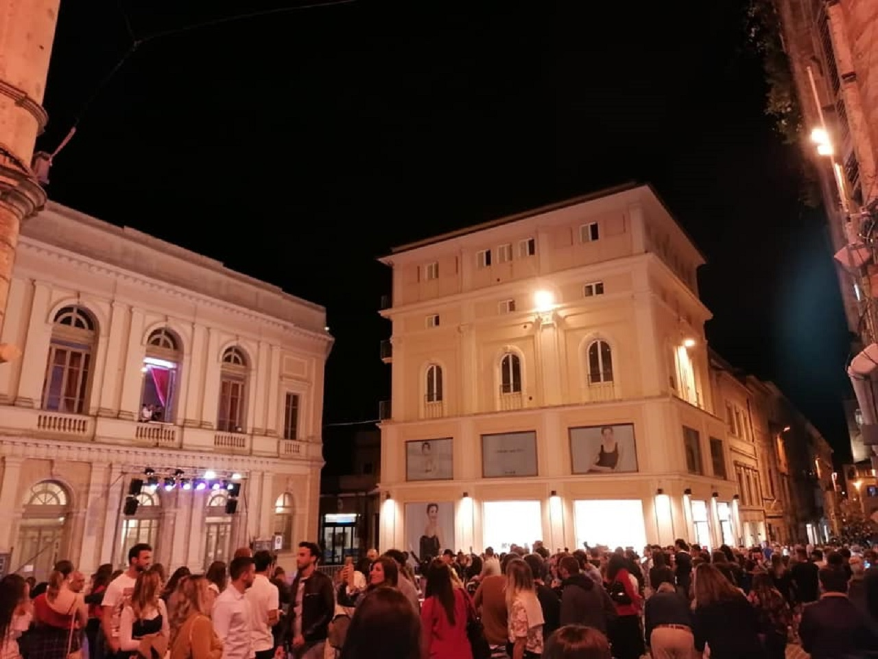 """La """"Vertical night"""" in piazza Marconi"""