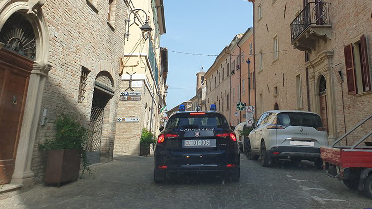 I controlli dei carabinieri in centro storico a Corinaldo