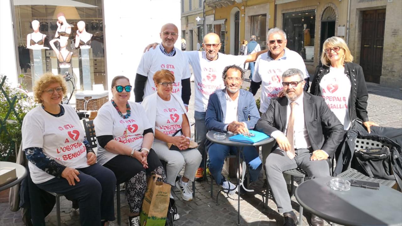 I componenti del comitato a difesa dell'ospedale di Senigallia