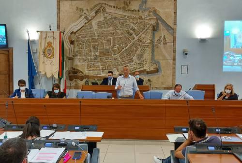 Pesaro, sull'emergenza covid il sindaco Ricci: «Spenderemo ogni euro per poveri e chi crea impresa»