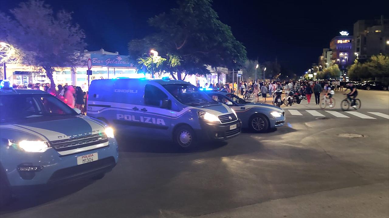 I controlli della polizia sul lungomare Alighieri di Senigallia