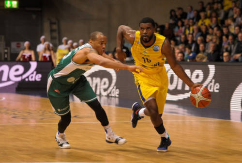 Basket, la VL prende la guardia Frantz Massenat