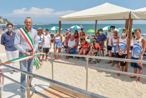 Numana accessibile, rinnovata la spiaggia per disabili. Tombolini: «Un segno di grande civiltà»