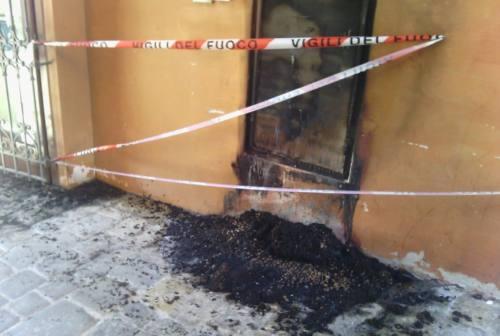 Jesi: fioriera in fiamme al ristorante La Corte dei Miracoli, ma è un incidente