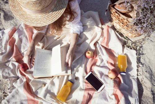 Quali libri leggere in vacanza? I consigli per adulti e bambini
