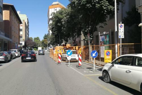 Lega Pesaro: «Il cantiere in via XI Febbraio è un disastro per negozi e viabilità»