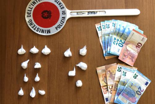 Pesaro, si incontrava coi clienti vicino al casello dell'autostrada: arrestato spacciatore