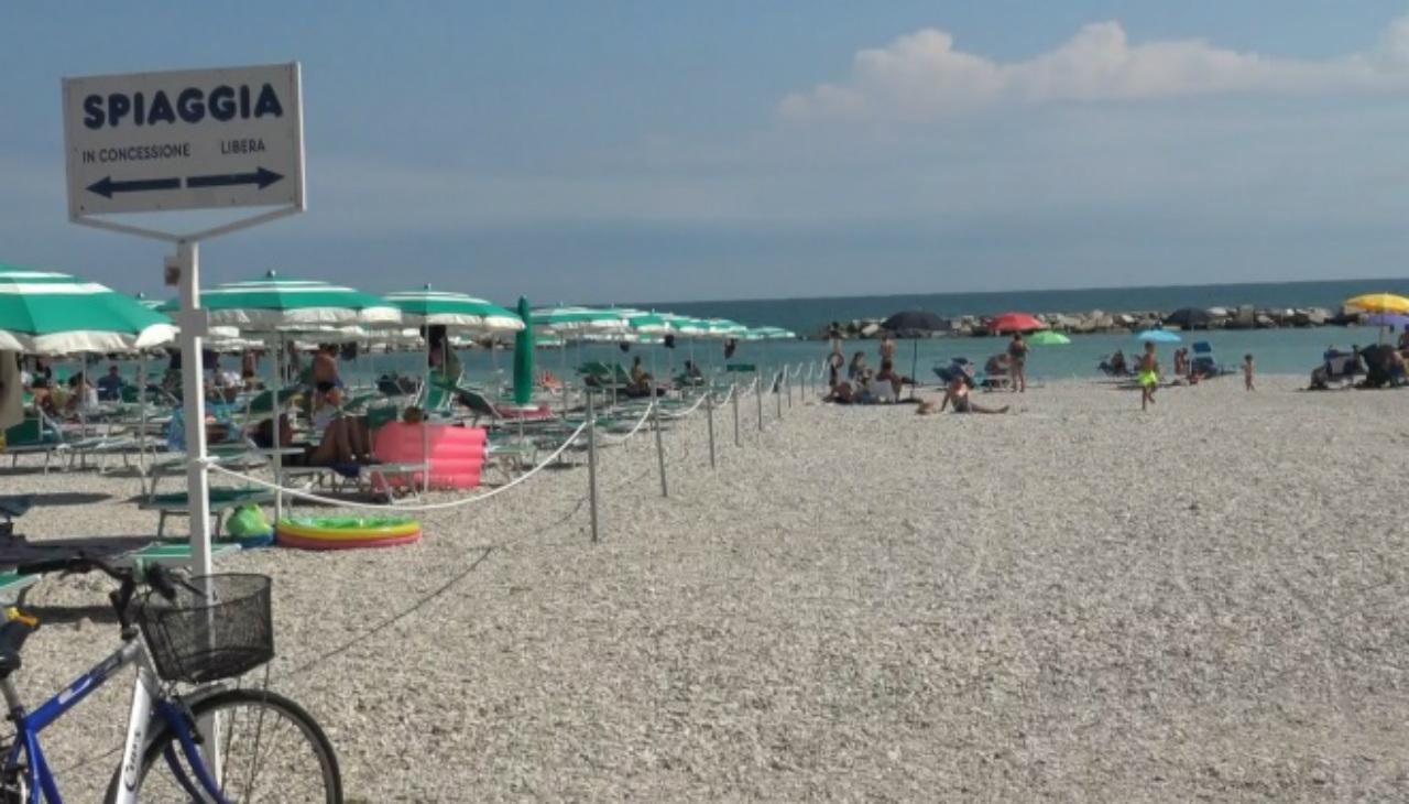 spiaggia libera a Fano
