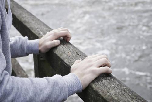 Crisi e isolamento da pandemia, crescono suicidi e disturbi mentali