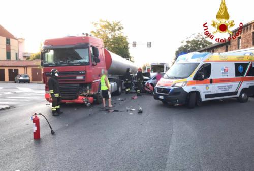 Marina di Montemarciano, è scontro tra auto e camion
