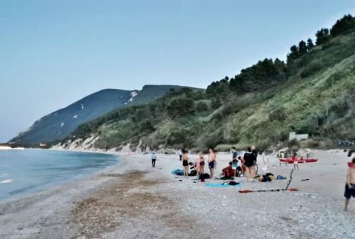 Soldi per avere un posto in spiaggia a Mezzavalle, c'è una denuncia in Procura