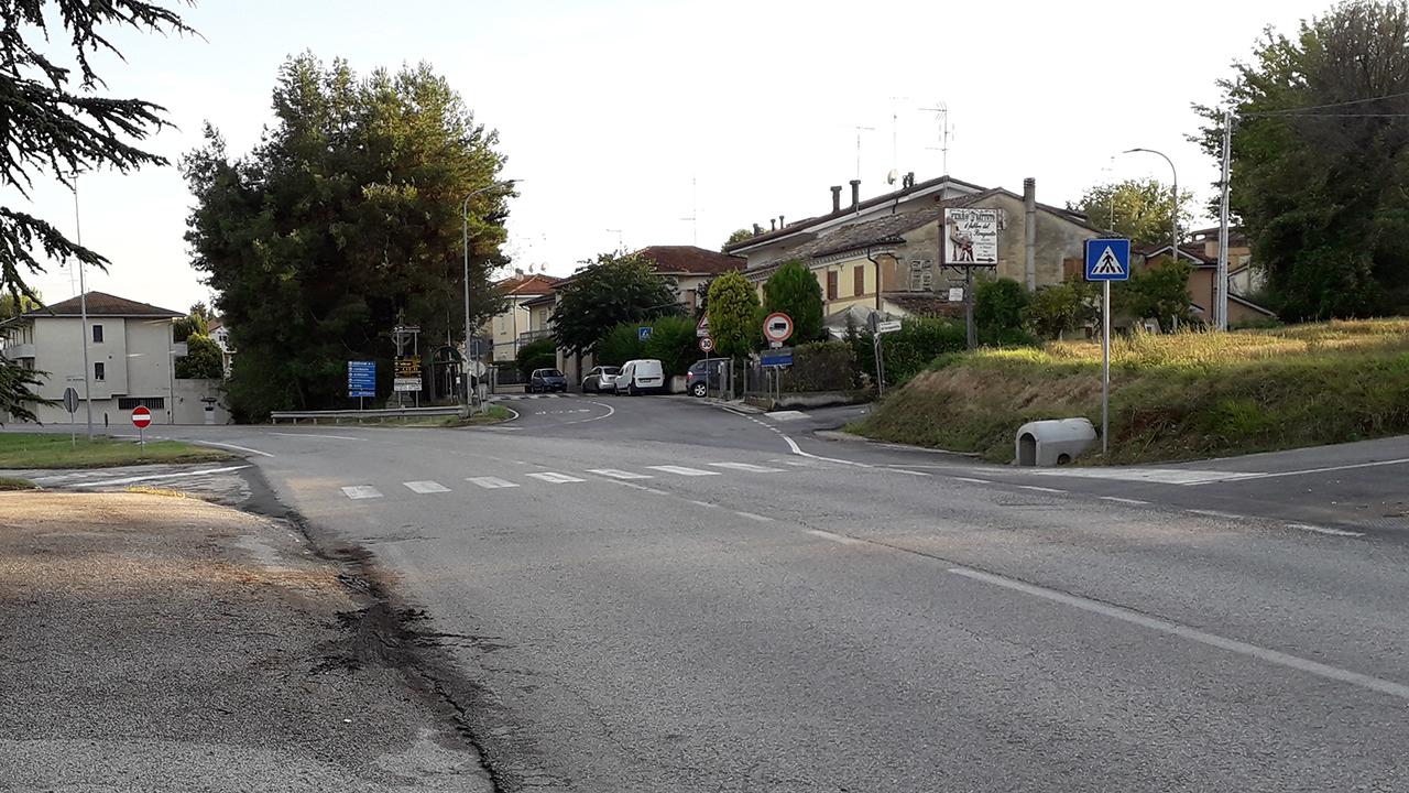 """L'incrocio tra la provinciale 12 """"Corinaldese"""" e le strade della frazione Brugnetto, tra Senigallia e Trecastelli"""