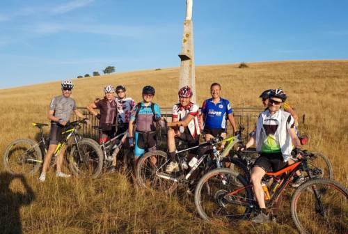 Osimo, un gruppo di ciclisti risale il Musone fino alla sorgente: la loro esperienza presto in un opuscolo per i turisti