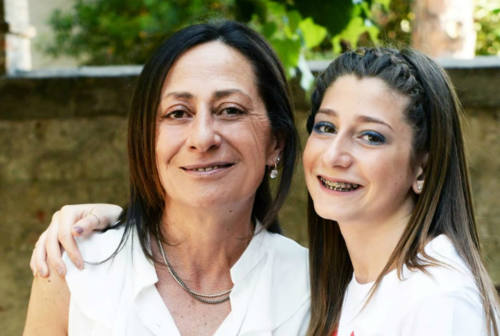 Fano, comunità stretta intorno alla famiglia Vitali: celebrato il funerale di Cinzia Gregorini