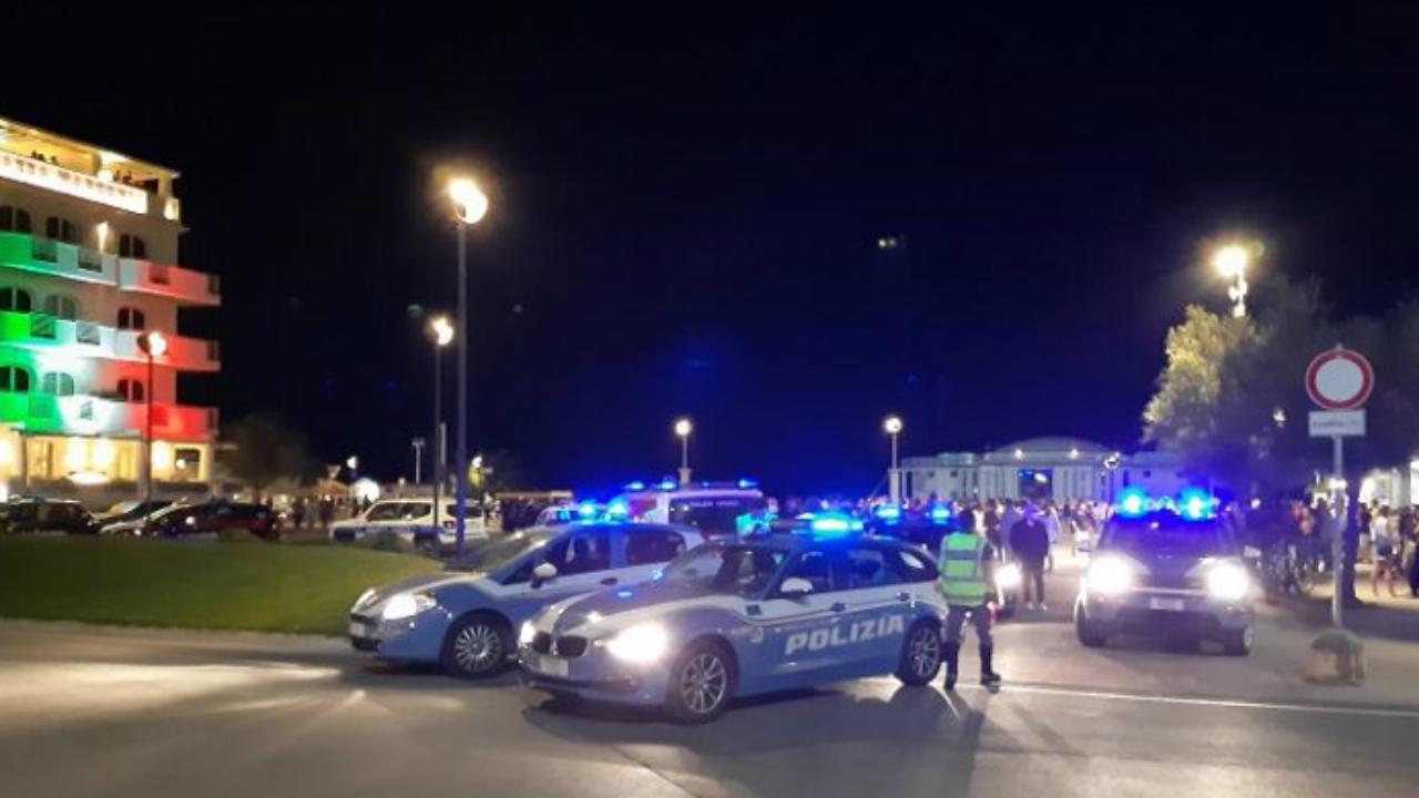 Controli della Polizia sul lungomare di Senigallia