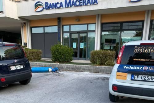 Tolentino, colpo nella notte alla Banca Macerata. Ladri in fuga con il roller cash