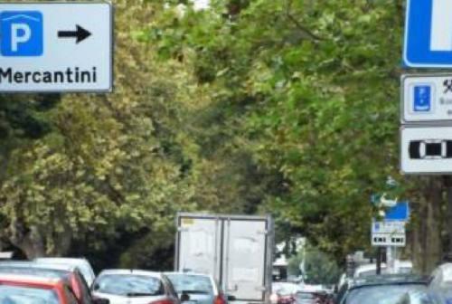 Raddoppio dei parcheggi blu, Jesi in Comune: «L'amministrazione batte cassa»