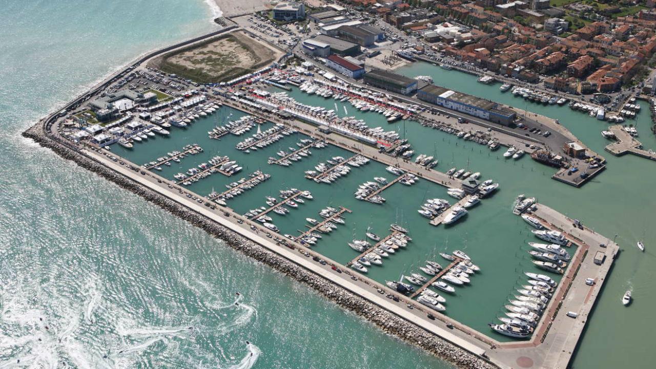 Porto di Fano (foto tratta da marimadeicesari.it)