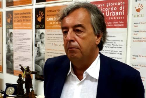 Il virologo Burioni nelle Marche: «Il coronavirus? La scienza lo sconfiggerà»