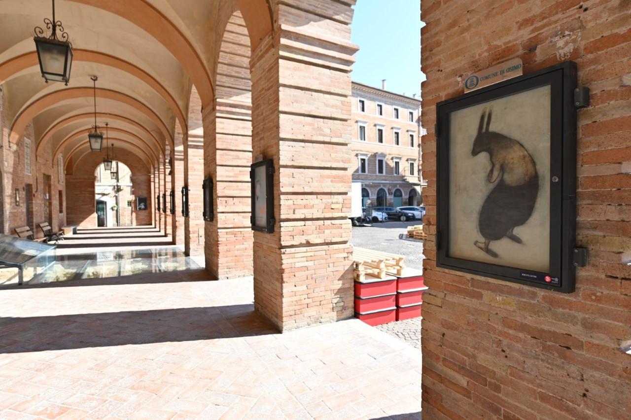 Parte della gallery sotto il loggiato comunale