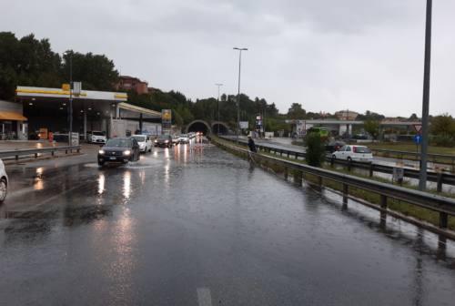Ancona, allagato l'Asse Attrezzato. Numerose chiamate ai Vigili del Fuoco