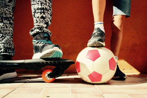Ballare, saltare, lanciare una palla: ecco come l'attività fisica aiuta i ragazzi a crescere