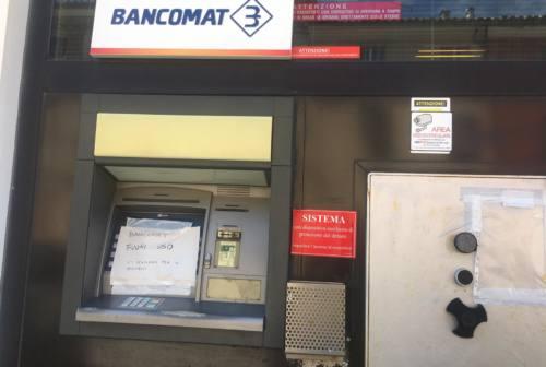 Montemarciano, tentano di forzare il bancomat ma il rumore sveglia i residenti. Tre banditi in fuga
