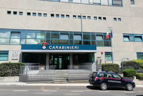 Pesaro, la droga nei risvolti dei pantaloni e un coltello: arrestato gambiano