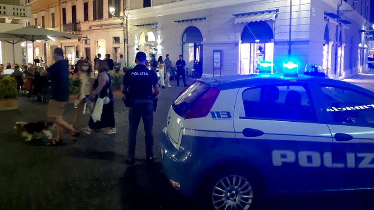 I controlli della polizia in centro storico a Senigallia