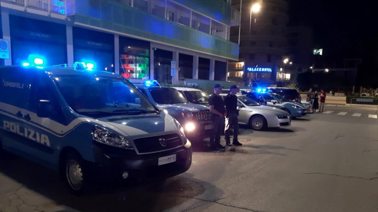 I controlli della polizia per la movida sul lungomare di Senigallia