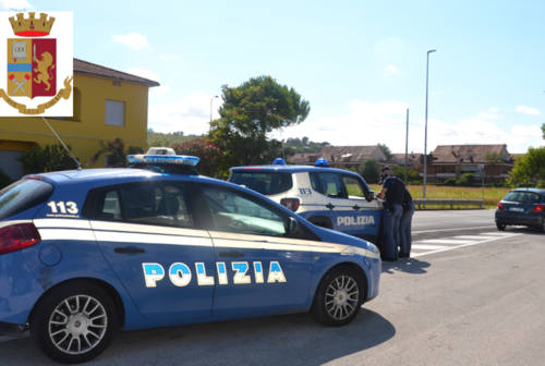 Senigallia, aggredisce i poliziotti due volte: prima la denuncia, poi l'arresto