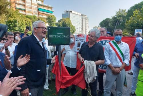 Pesaro, giardini intitolati a Craxi, fischi e tensione all'inaugurazione