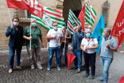 Sanità privata, presidio dei sindacati a Fermo: «Da 14 anni in attesa del doveroso rinnovo contrattuale»