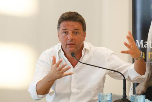 Blitz a Senigallia per Matteo Renzi con ironie su Acquaroli