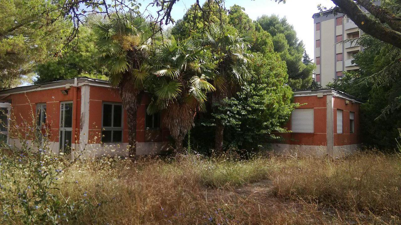 L'ex scuola dell'infanzia Mimose in degrado a Senigallia
