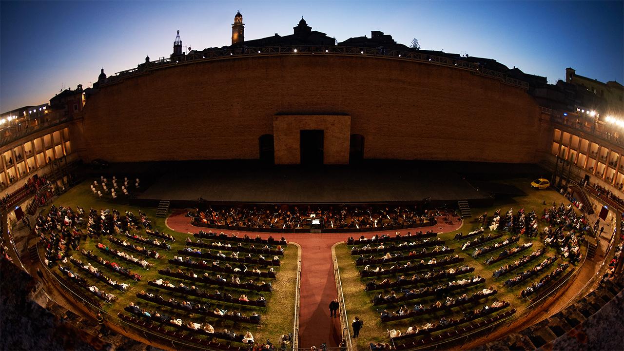 L'arena Sferisterio allestita per il Macerata Opera Festival