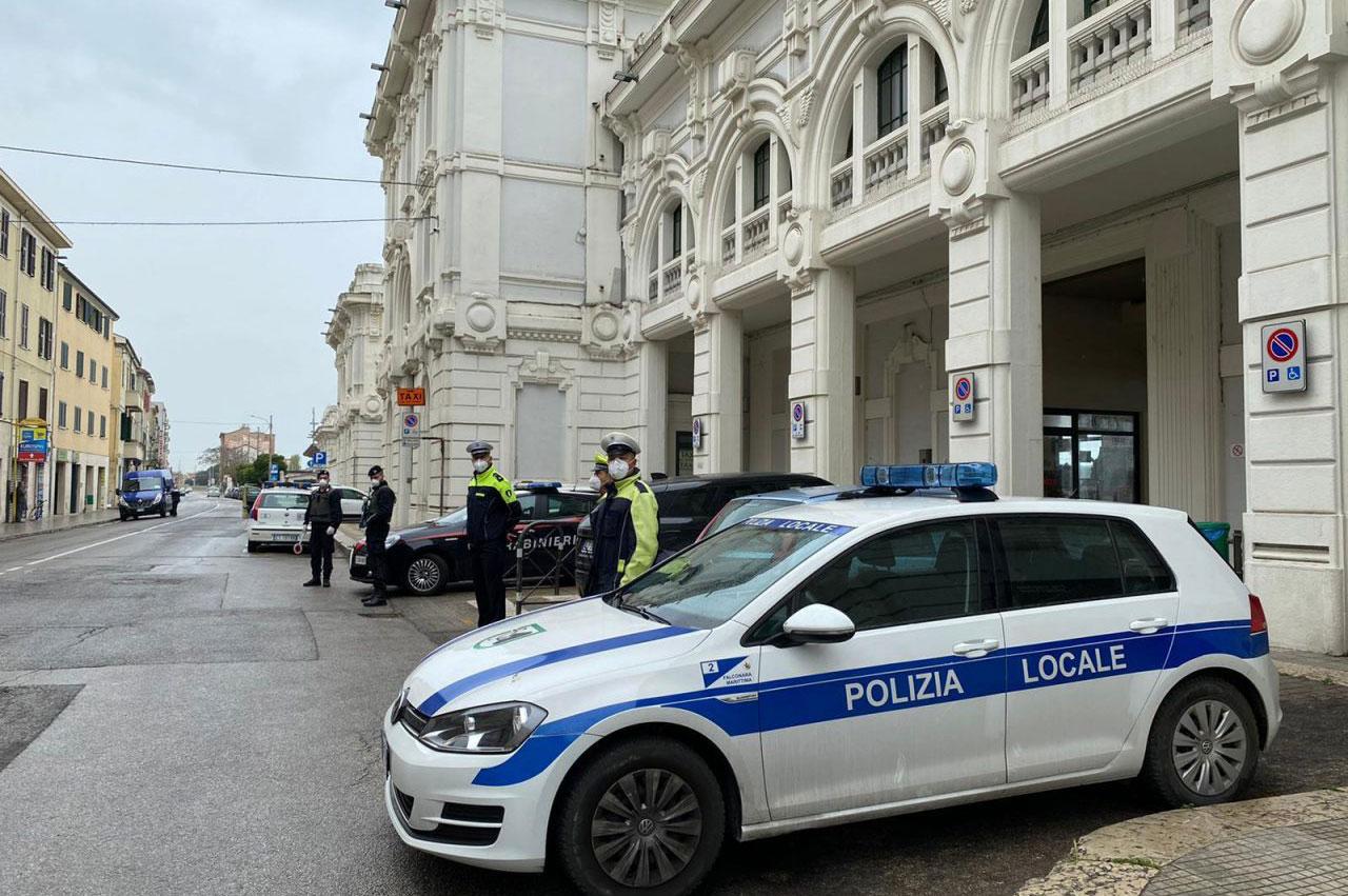 vigili alla stazione di Falconara